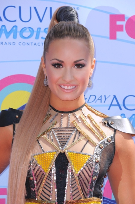 Avalancha de celebs adolescentes en los Teen Choice Awards 2012