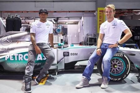 Lewis Hamilton el más rápido en la primera sesión nocturna en Singapur