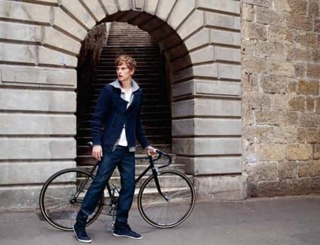 Backpacks y sunglasses: imprescindibles para pedalear con estilo.