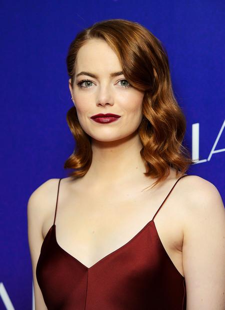 ¡Así sí! Emma Stone enamora con su slip dress en el estreno de La La Land en Londres