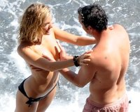 Sienna Miller otra vez pillada en topless