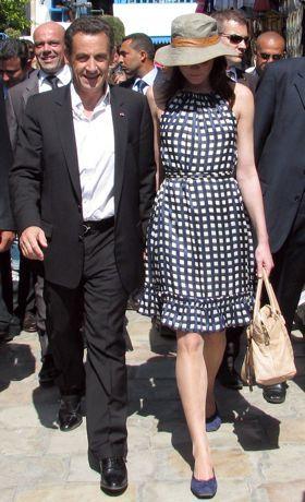 El look de Carla Bruni en Tunez