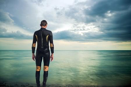 Nadador Con Neopreno Aguas Abiertas