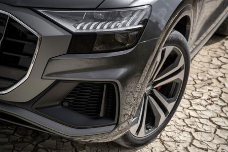 Audi Q8 faros y llanta