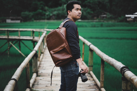 Siete claves para elegir bien el equipo fotográfico que llevas si te gusta viajar ligero