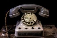 La CNMC seguirá regulando la telefonía fija, las apps todavía no son competencia