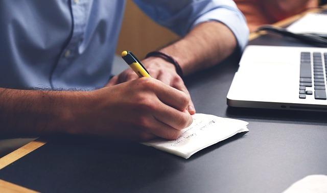 Escribir sobre tu propio trauma te puede ayudar a superarlo