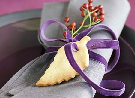 detalle de servillletero en mesa de navidad