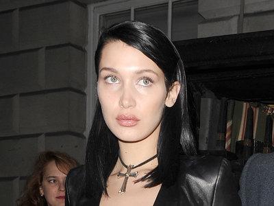 Los corazones rotos protagonizan el último look de Bella Hadid, porque ella es una rompecorazones