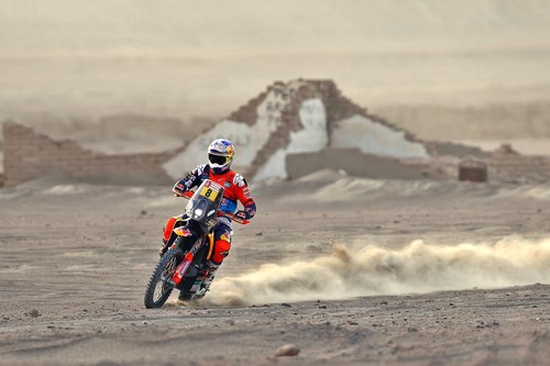 Toby Price gana la 13ª etapa del Dakar 2018 bajo el asedio de Kevin Benavides. Walkner saca la calculadora