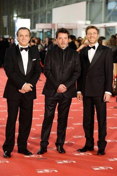 Los actores José Coronado y Juanjo Artero, con el director Enrique Urbizu