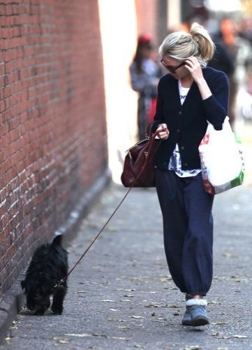 Foto de Sal a pasear al perro con estilo, copia a Sienna Miller (6/22)