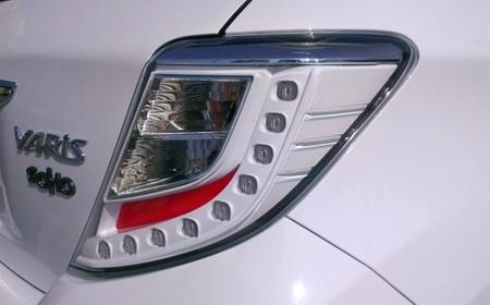 Toyota Yaris SoHo detalle faro trasero