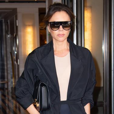 Este es el look más complicado que ha lucido Victoria Beckham en los últimos meses y aún así nos parece digo de admirar