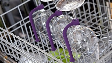 Sujeta las copas en el lavavajillas  con Tether