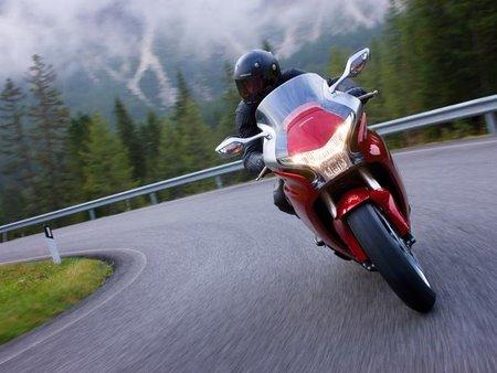 Honda VFR 1200 F de curvas