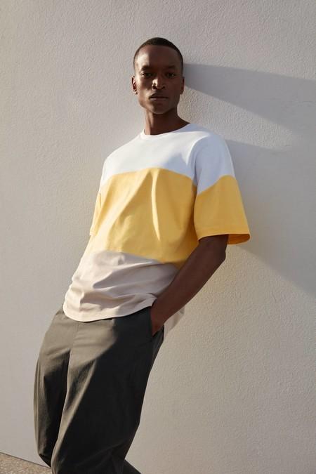Cos Y Sus Contrastes Conquistan Nuestro Armario Con Su Apuesta En Negro Y Amarillos Para El Verano 11