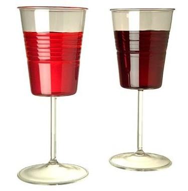 Copas de cristal a imagen de los vasos de plástico