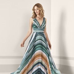 Foto 53 de 161 de la galería vestidos-de-fiesta-de-pronovias-2019 en Trendencias