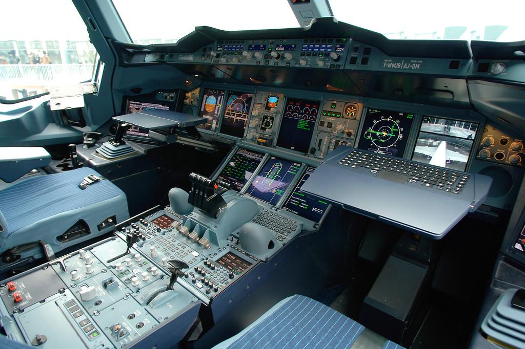 A380 Airbus Cockpit 1