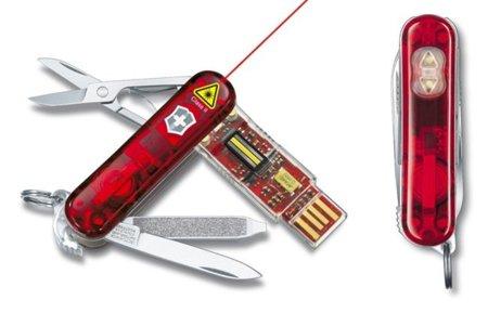 Victorinox tiene navajas USB con protección y evolucionada a puntero láser