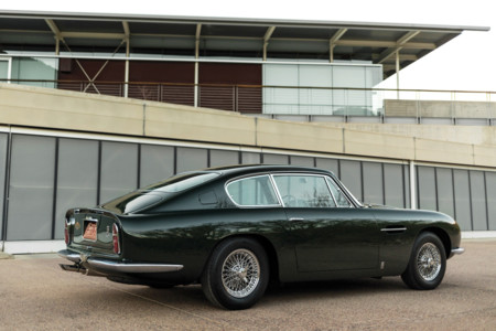 Aston Martin Db6 1