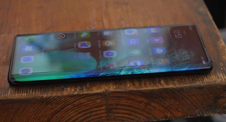 Este unboxing del Vivo Nex 3 muestra en detalle su pantalla en cascada
