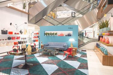 Espacios para trabajar: tienda efímera de Furla en París
