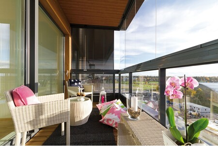Las cortinas de cristal, la solución más estética y funcional para aprovechar terrazas y patios también en otoño