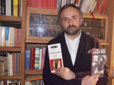 """""""Editar es compartir e impulsar lo que a uno le parece que es muy bueno""""; entrevista a Román Piña"""