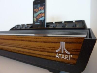 Altavoces para iPhone con una vieja consola Atari