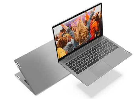 A Lenovo le quitan los PCs de las manos: la escasez de componentes provoca que su inventario sea un tercio de lo que era