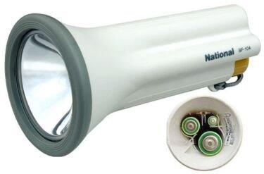 Linterna que funciona con tres tipos distintos de pilas