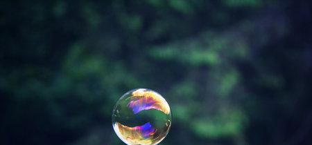 Si Bitcoin y las criptomonedas resultan ser una burbuja que explota, el gran debate es si lo pagaremos todos, hayamos invertido o no
