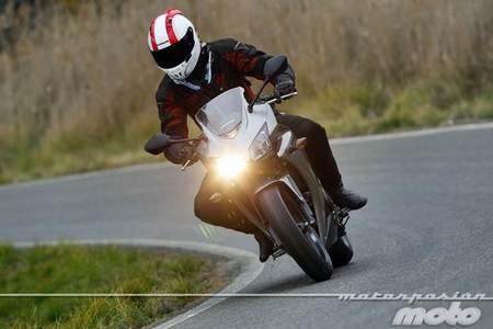 Honda CBR500R, prueba (conducción en autopista, pasajero y circuito)