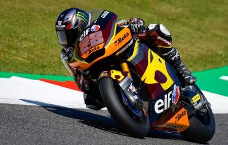 Sam Lowes supera a Raúl Fernández en Mugello y sólido debut de Fermín Aldeguer, otra joven perla murciana, en Moto2