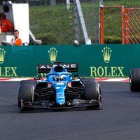 ¡Exhibición! Así ha sido la defensa de Fernando Alonso contra Lewis Hamilton que le ha dado la victoria a Alpine