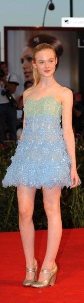 Elle Fanning azul