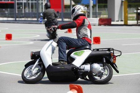 Prueba Honda EV-Neo slalom Miki 9