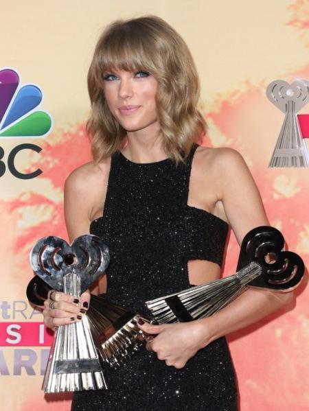 Otro paseo para el famoseo musical en los iHeartRadio Music Awards