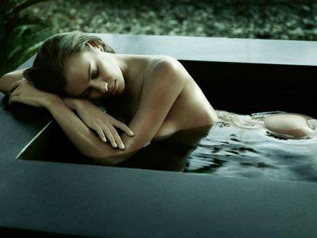 Irina Shayk se desnuda para Germaine de Capuccini