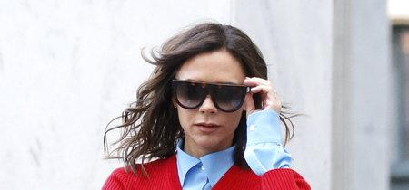 Victoria Beckham escapa al blanco y negro y llena su vida de color en sus dos últimos looks