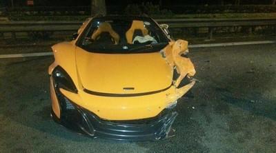 Dolorpasión™: McLaren 650S destrozado en Singapur