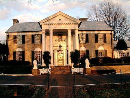 Graceland: visitando la extravagante tumba de Elvis Presley