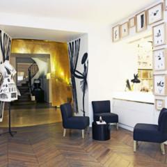 Foto 10 de 11 de la galería les-ateliers-guerlain-exponen-la-petite-robe-noire en Trendencias