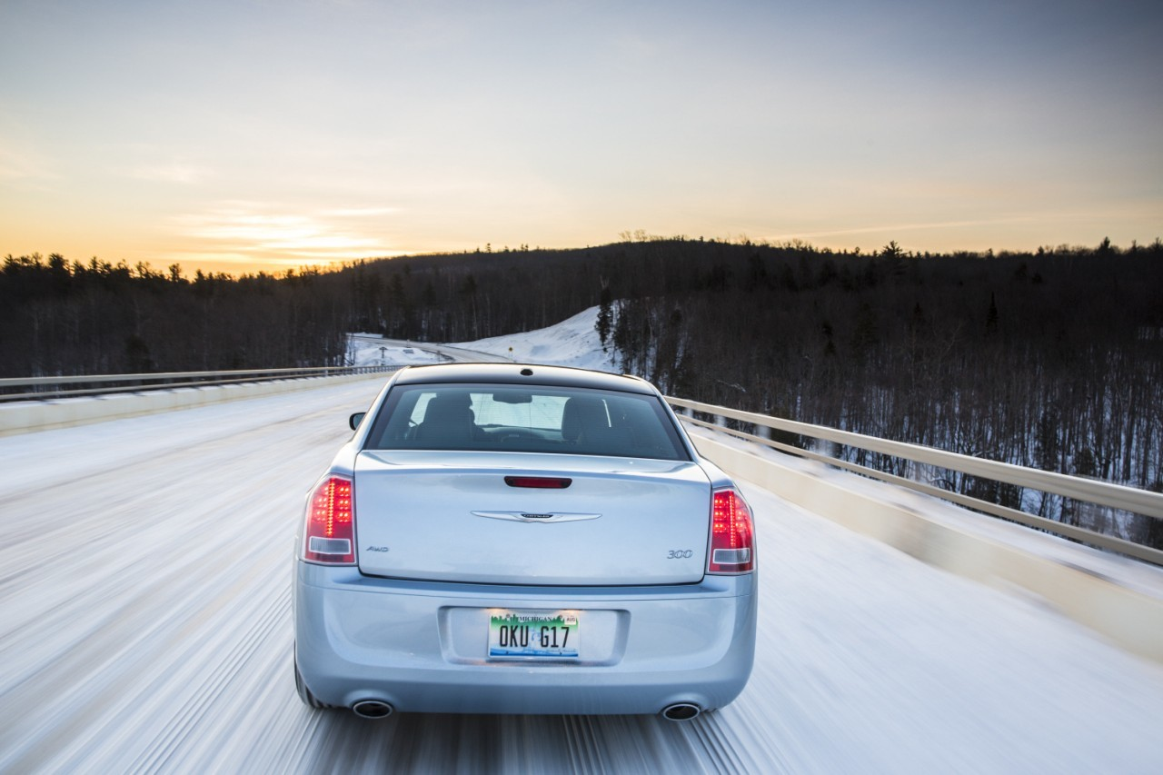 Foto de 2013 Chrysler 300 Glacier (24/27)