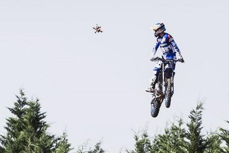 Este vídeo de Tom Pagés perseguido por un dron es lo más espectacular que vas a ver hoy