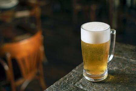 A qué grupos pertenecen las marcas de cervezas más populares de España