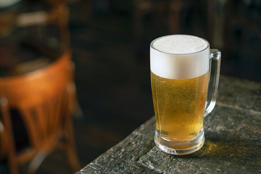 A qué grupos pertenecen las cervezas más populares de España