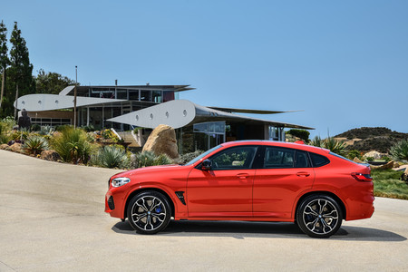 BMW X4 M Competition lateral